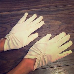 Accessories - White satin gloves with pearl accents